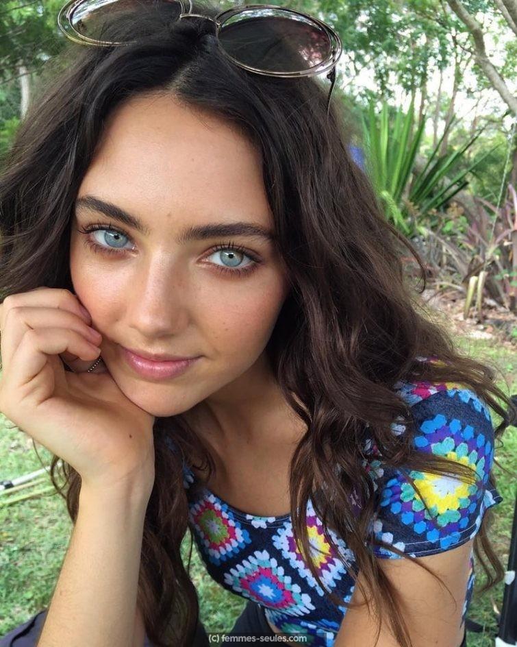 Jeune fille de 18 ans de Bayonne cherche mec simple et pas mytho