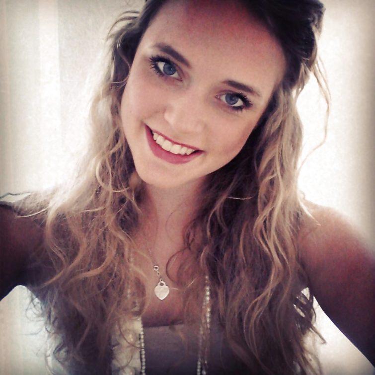 Emma 30 ans de Reims cherche mec optimiste prêt a s'investir